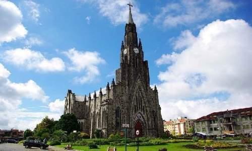 Pontos Turísticos em Canela e Gramado – Rio Grande do Sul - visao frontal da catedral da pedra em canela