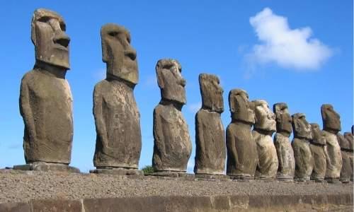 Ilha de Pascoa - Chile - estatuas de pedra