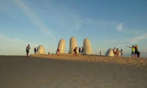 Monumento Los Dedos, Punta Del Este - Uruguai turistas