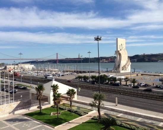 Centro Cultural de Belém, Lisboa - Portugal - vista para monumento