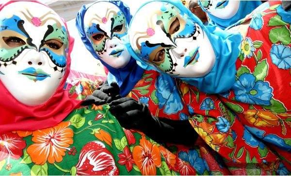 papangus de bezerros fazendo a alegria do carnaval