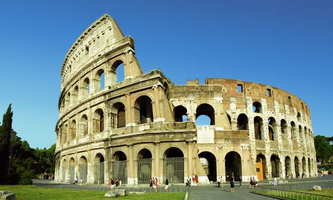 ponto turístico na Itália - Coliseu - Copia