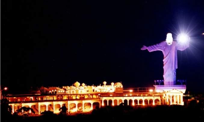 Melhores pontos turísticos em Balneário Camboriú - Cristo Luz